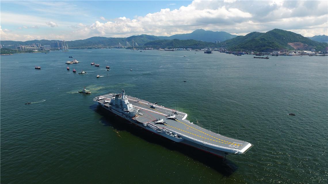 中国人民解放军海军辽宁舰航母编队驶离香港.